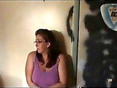 Sisko tuomitaan Going braless nielaisee Kum sidottu