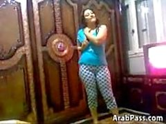 Şirin ve eğlenceli Arab Chick Stripping