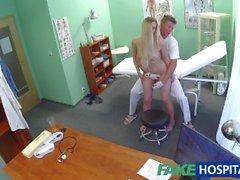 Fake sairaalan Doctor havaitsee seksuaali- yllätyksenä potilaiden kuuma märkä vittu