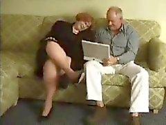 Do Granma recebe perfurados através vovô na sala de visitas