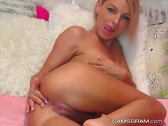 Horny Blonde, Action maison
