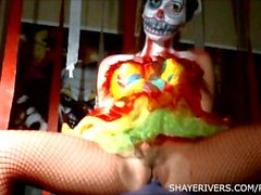 Shaye Flüsse Halloween-Clown-Masturbation