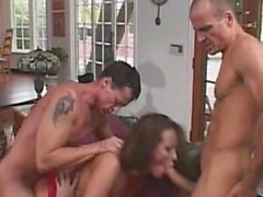 MomsWithBoys - Fishnetted del MILF anal, Grupo sexual de DP