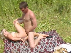 Blonde Amateur Wife MILF Pipes Avale