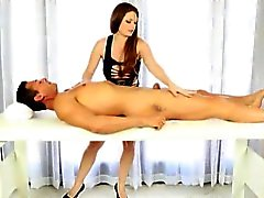 Masseuse Booby mamadas de Allison Moore y facialized