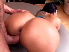 Hotest MILF ever squirt - Part 2 on pornurbate com