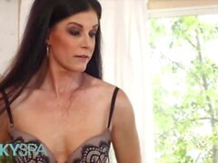 'KinkySpa - Gorgeous Milf India Summer Enjoys A Sensual Massage By A Hung Dude'