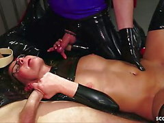 tedesco cagna fetish in lattice in Extrem MMF trio sesso anale
