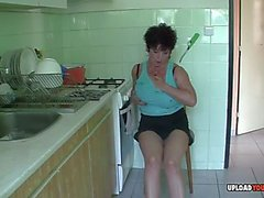 Mature in the kitchen plays with her cunt